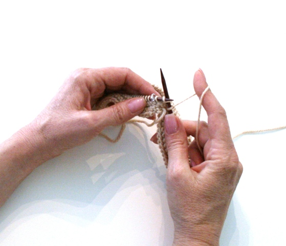 knitting technique flicking